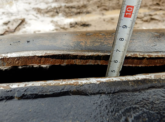 The pipeline bitumen coating penetrated on the fracture surface up to the depth of 7 mm