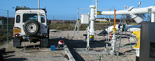 Sample gas from pipelines and detection of hydrogen