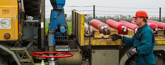 Pressure cylinders containing hydrogen that is used as a marking substance for the determination of velocity of the gas during the measuring of hydraulic parameters of pipelines being in operation